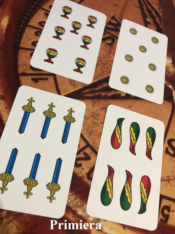 dietro una partita a carte
